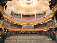 Revolving stage with integrated stage lift in a theatre